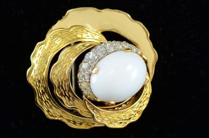 Fashion Jewelery Gold-tone Enamel Faux Pearl and White Rhinestones Mad Men Style