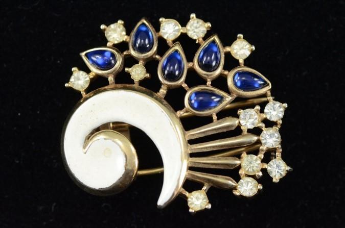 Original Marked Trifari Gold-tone Enamel Pin Brooch featuring Blue & White Rhinestones