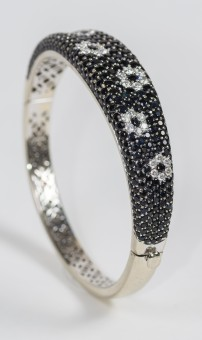Roberto Coin Small 18 Kt White Gold Bangle With Diamonds And Sapphires Flowers. Total Diamonds 1.2 Carat.