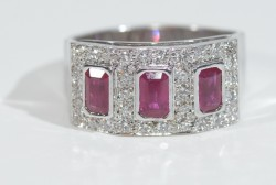18 Karat White Gold Ring Set with 32 Diamonds 0.64 Carat VS/H & 3 Fine Rubies Size 7.6