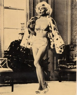 Photo of Marlyn Monro in a Bathing Suite